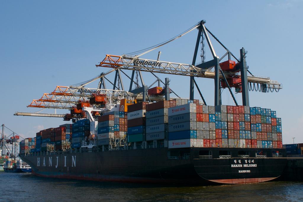 An Electric, Autonomous Container Ship